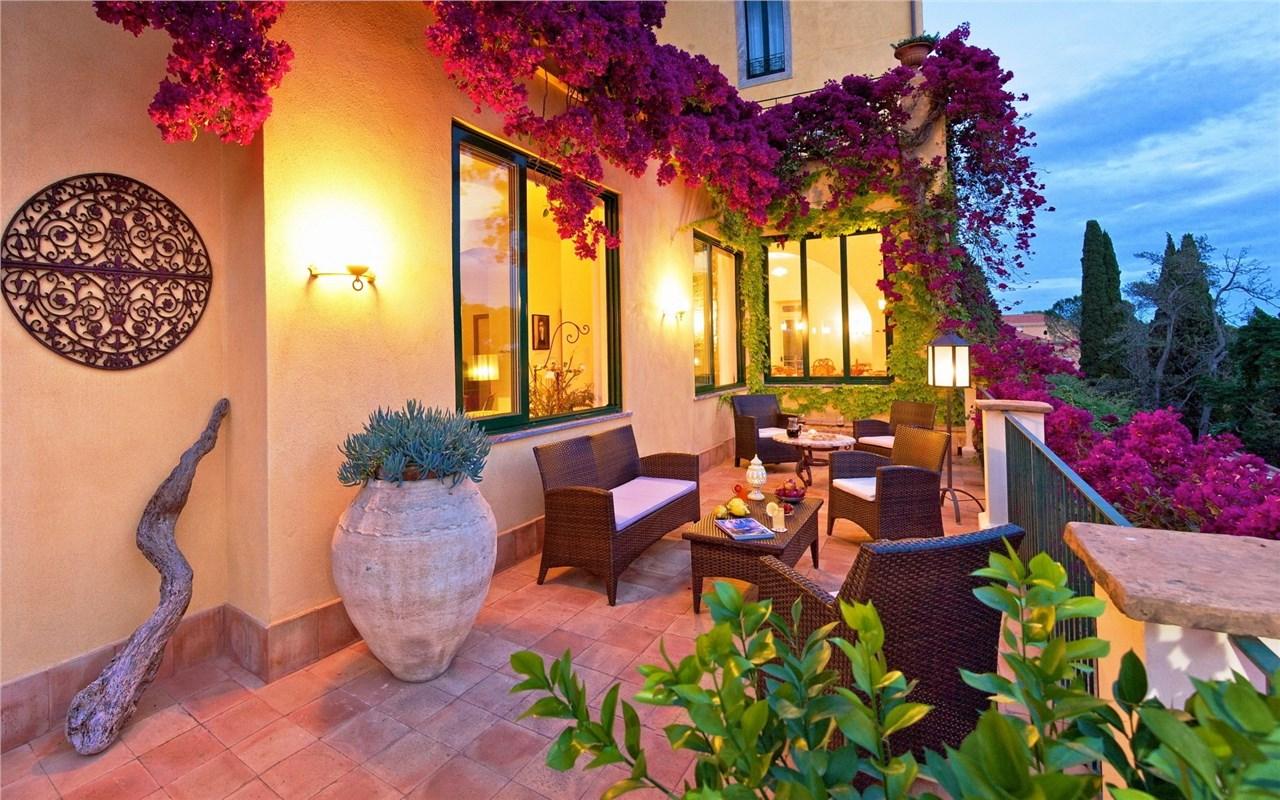 Направете од балконот ваше катче, во топлите летни денови