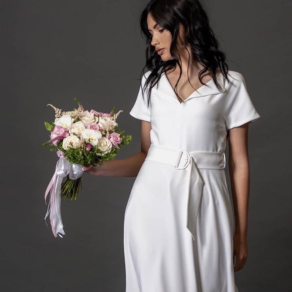 Совршен бел фустан за свечени пригоди