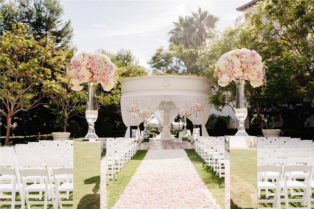 Дали да ја одложите или откажете венчавката?