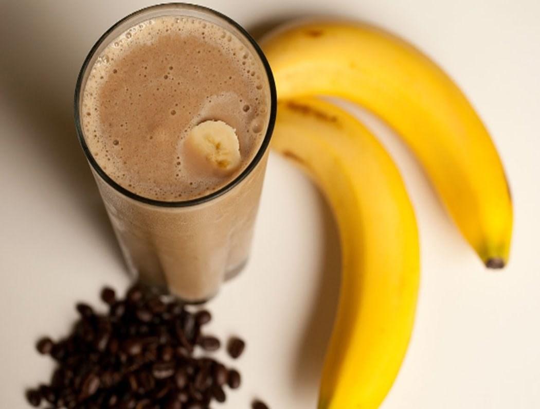 Утринско освежување - кафе со банана и сладолед