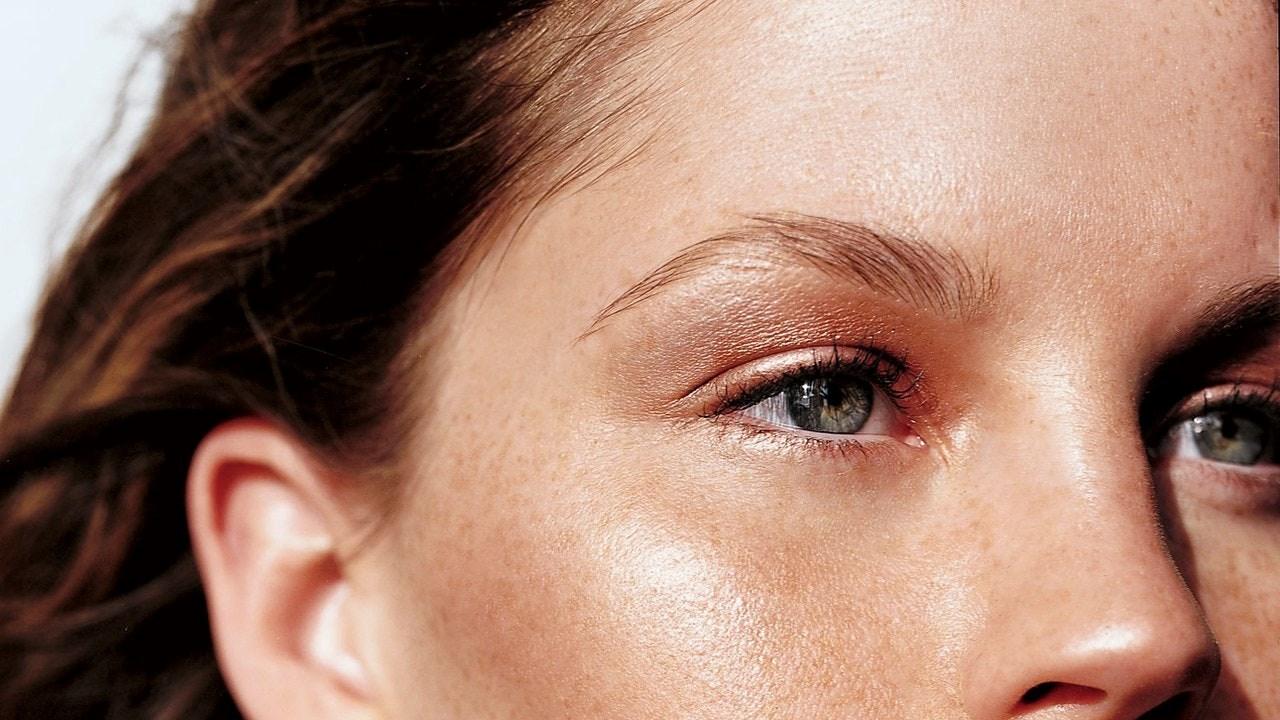 Како да внесете повеќе Витамин Ц во вашата дневна рутина за грижа на кожата