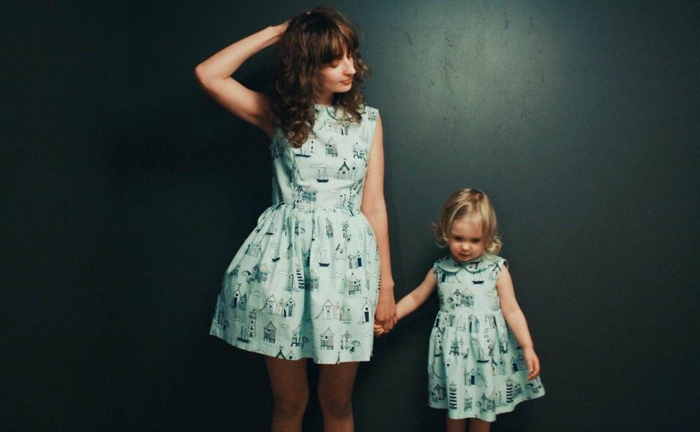 Прекрасни фотографии од мајки и ќерки кои изгледаат исто