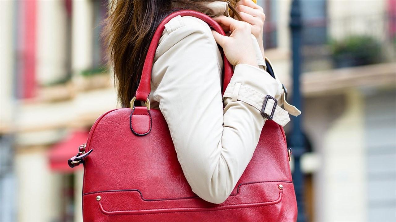 7 работи кои секоја деловна дама треба да ги има во својата чанта