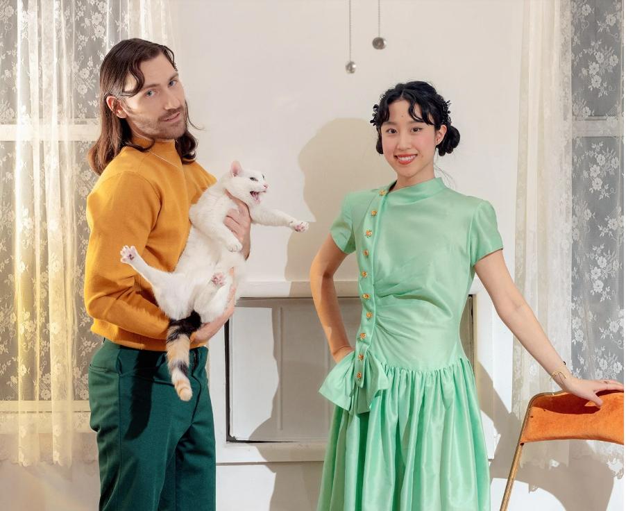 Познат пар од Њујорк го претвори карантинот во модна фантазија