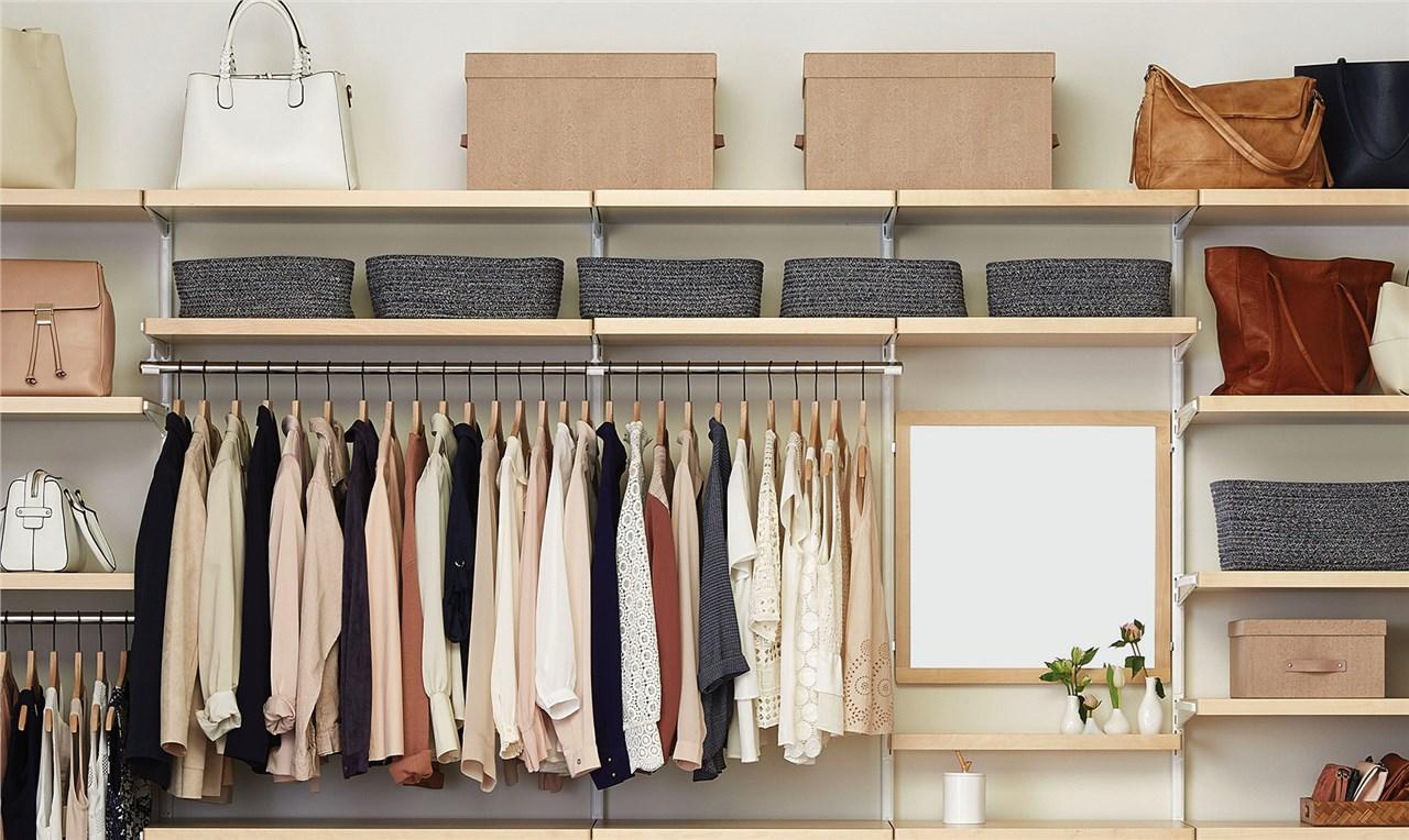 Едноставни, но брилијантни начини како да го организирате гардероберот
