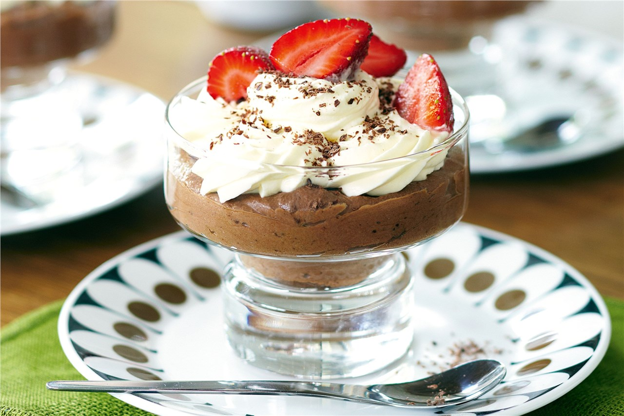 Засладете се со чоколаден мус со јагоди