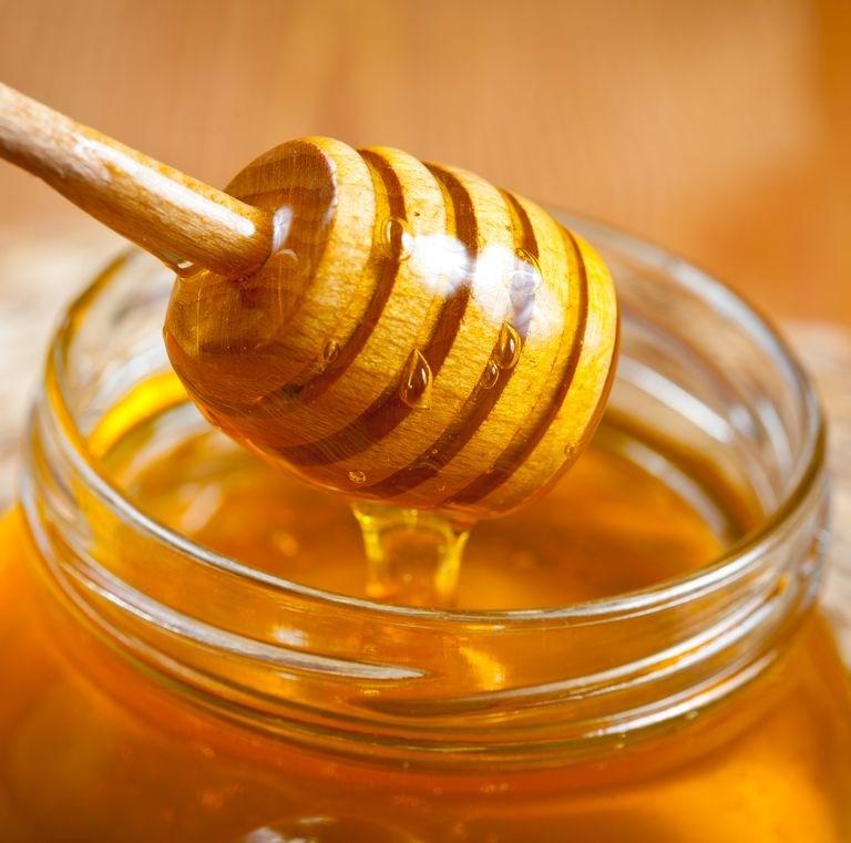 Што всушност е Манука мед и зошто чини толку многу?