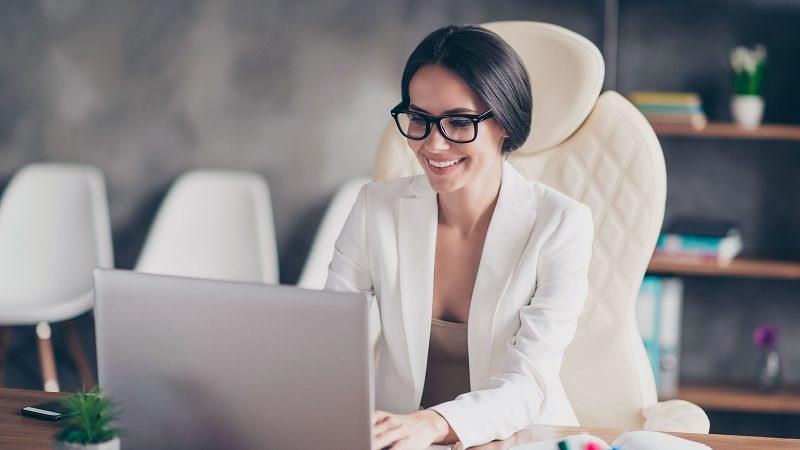 Ако сте убава жена во бизнис светот, може да се соочите со неколку негативни ефекти