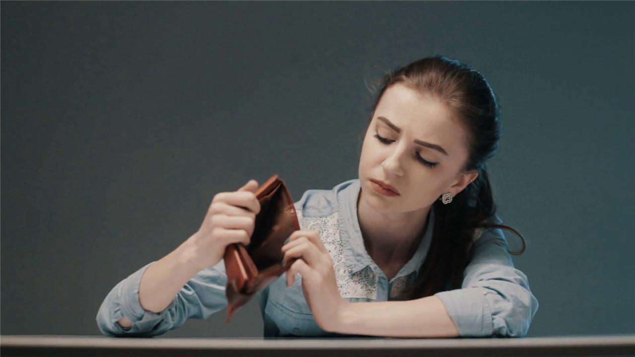 Како стресот поврзан со паричните средства влијае врз жените