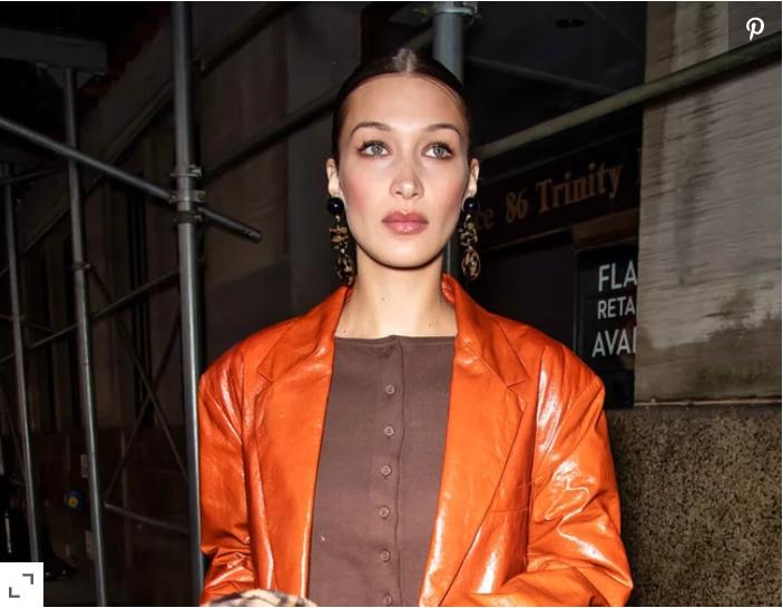 Бела Хадид модно не изненади со поврат на повеќе котраверзни модни трендови