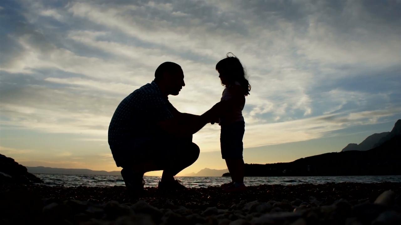 Како односот со таткото го обликува понатамошниот однос со мажите?