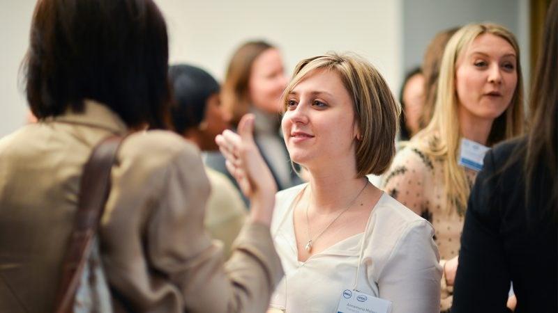 10 работи кои не треба да ги правите додека сте на networking настан