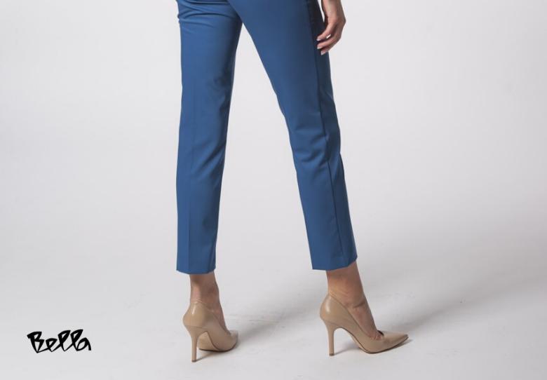 Ројал Блу, бојата на 2020 во пролетните модни парчиња на Bella: Палто Кајла лур и пантолони Кајла